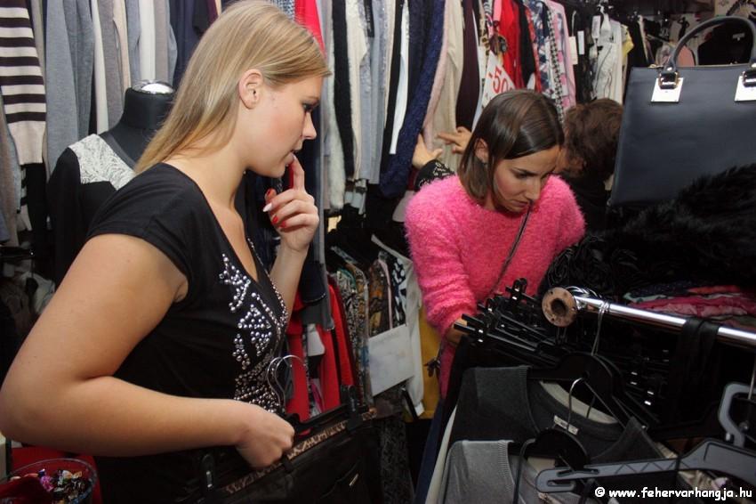Szabó Mira stylist  Ruff Nikolett számára keres ruhadarabokat