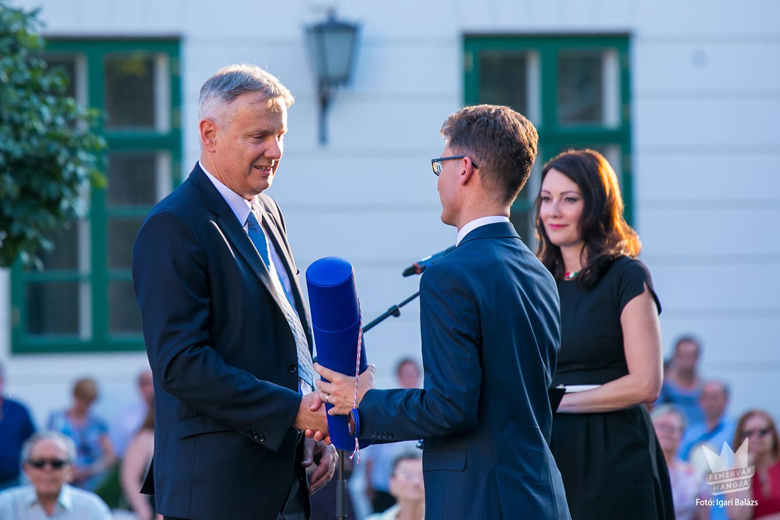 Ribi Pétert. a Fehérvár Travel ügyvezetőjét az önkormányzat Székesfehérvár díszpolgárává választotta